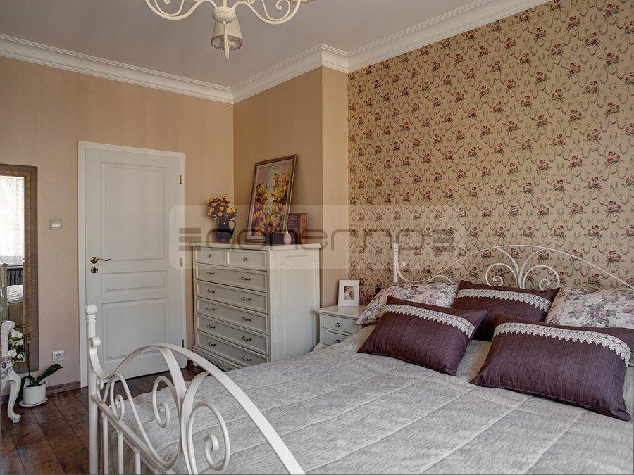 futuristisch anmutende designer wohnung bozhinovski m belideen. Black Bedroom Furniture Sets. Home Design Ideas